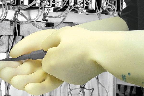 Verificari echipamente electroizolante – manusi si cizme electroizolante, covorase electroizolante.